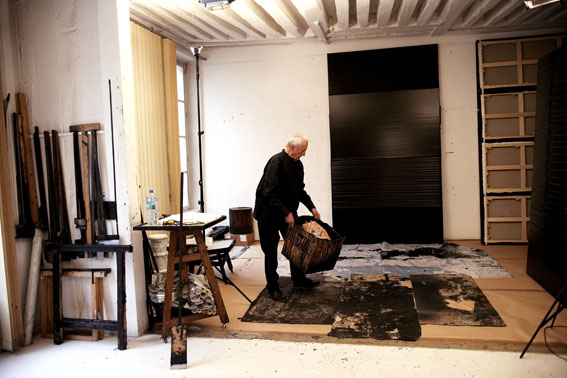 soulages_dans_son_atelier_paris_image_full